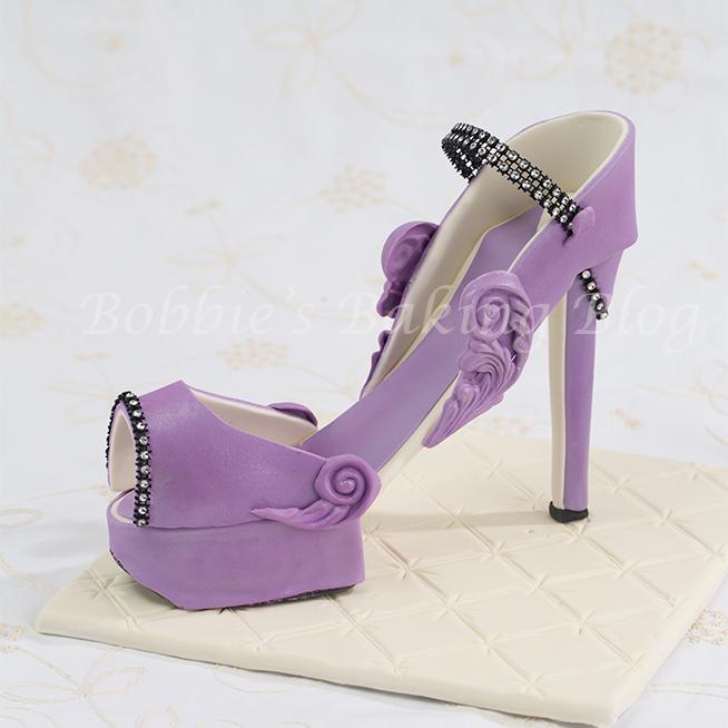 purple fondant high heel shoe 5thavenuecakedesigns