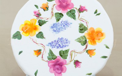 Learn How to Hand Paint Flowers on Icing