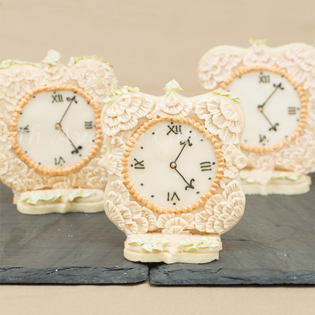 Learn how to make lace impression royal icing on a sugar cookie