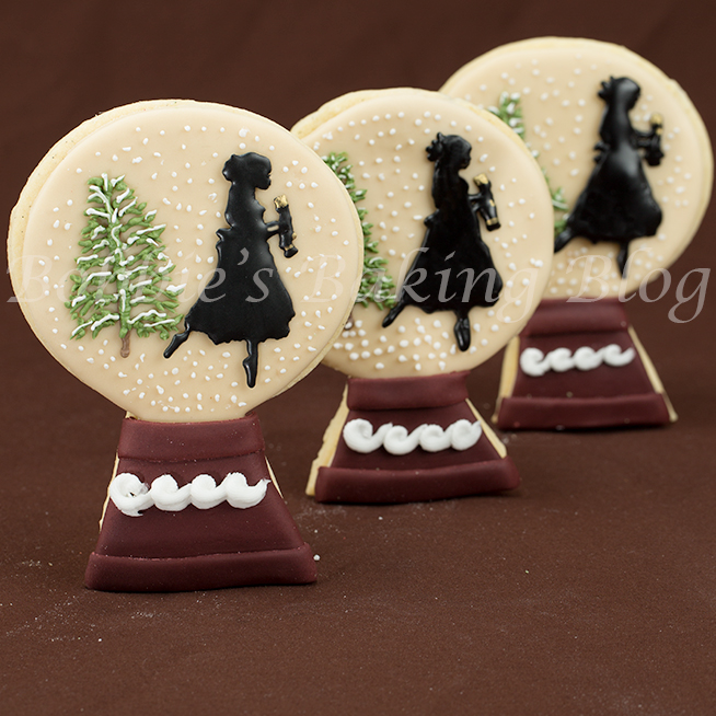 how-to-decorate a nutcracker snow globe cookies/