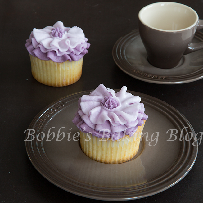 learn how to pipe buttercream  for fashion inspired ruffles cupcake