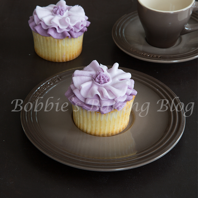 how to pipe buttercream fashion inspiration ruffle cupcakes