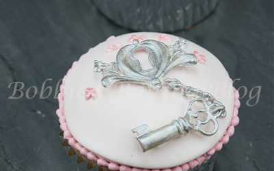 You Hold the Key to My Heart Cupcake Tutorial