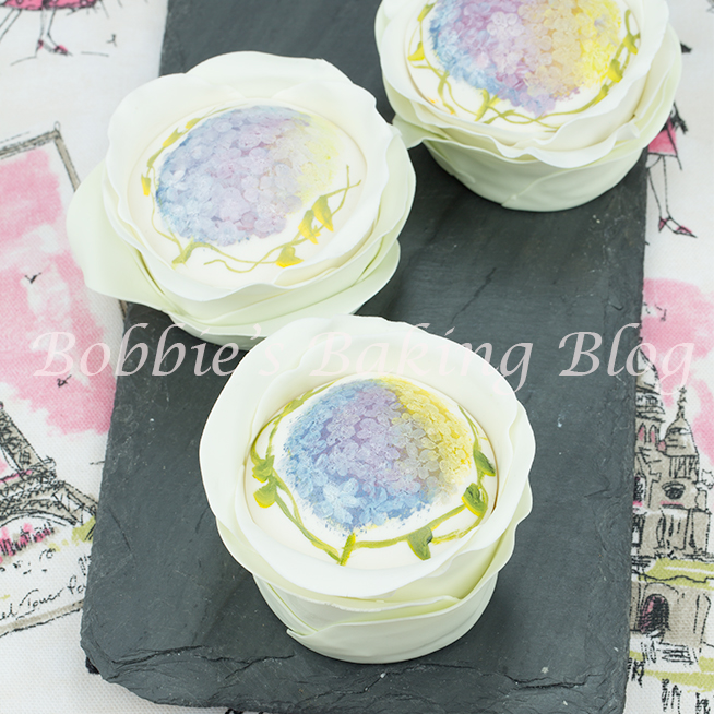 learn how to  make an edible hand paint fondant petal cake