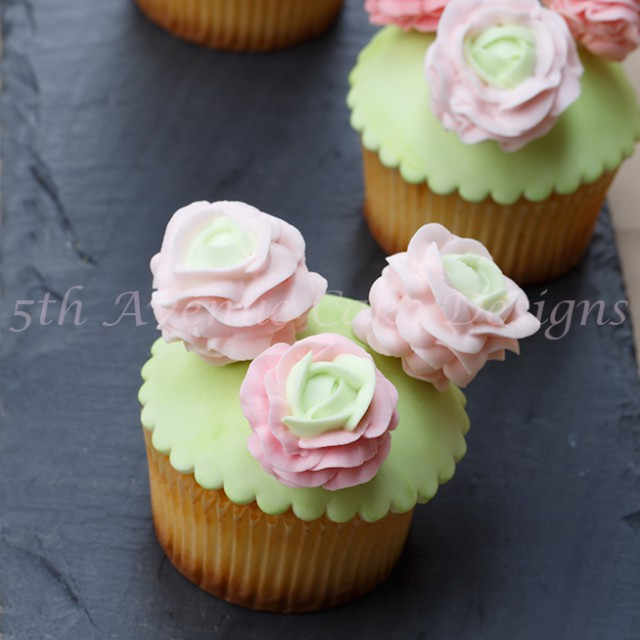 learn how to pipe royal icing ranunculus and roses