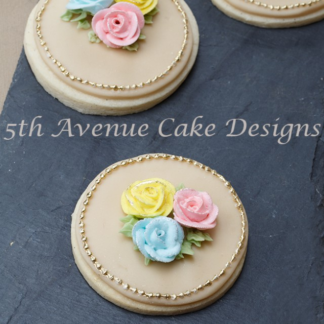 how to pipe royal icing roses and leaves