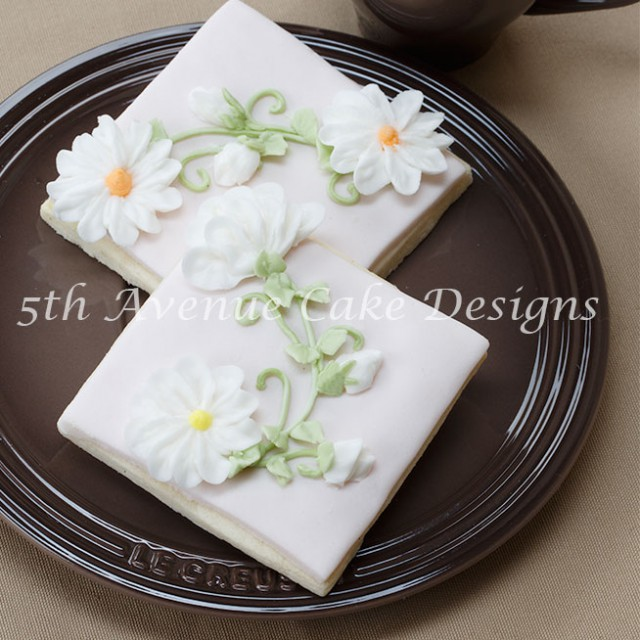 Learn how to pipe realistic royal icing daisies