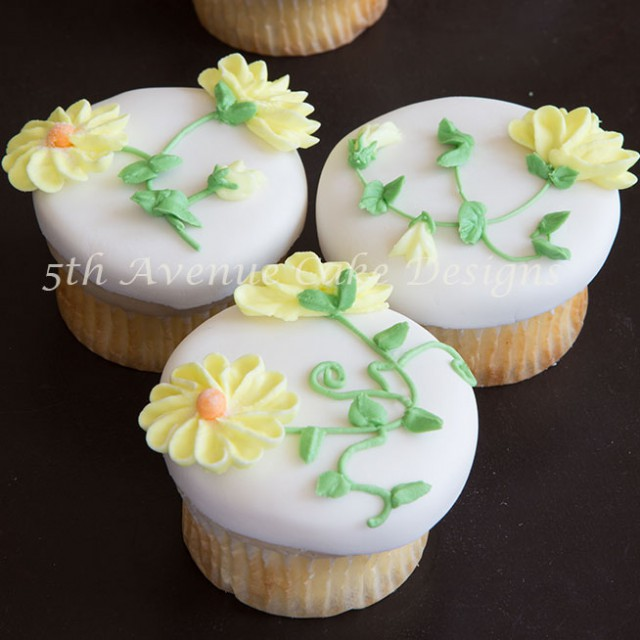 Learn how to pipe realistic royal icing daisies i