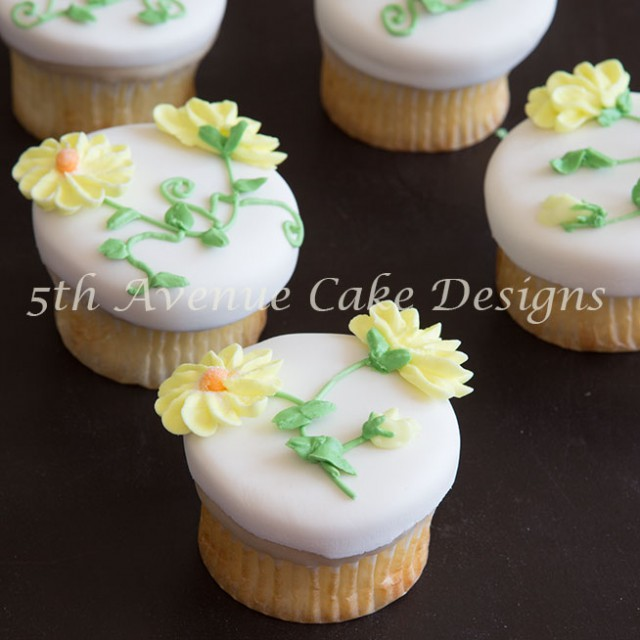 Learn the method of piping realistic royal icing daisies; a pressure piping technique