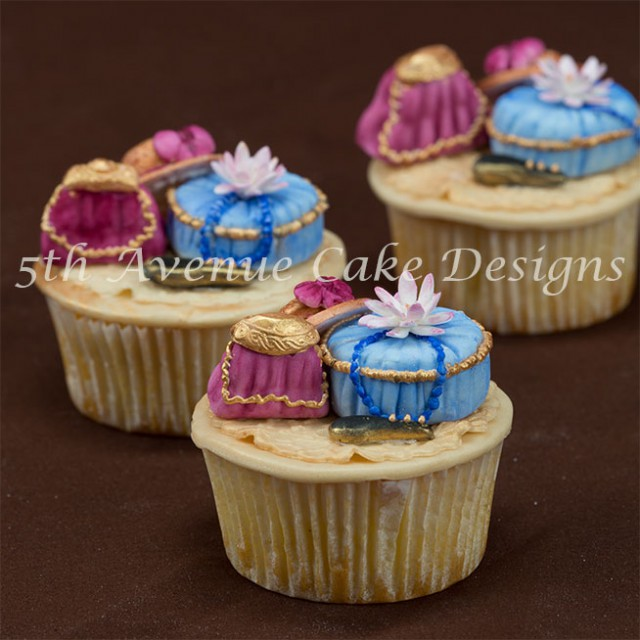learn how to make victorian inspired fashion cupcakes
