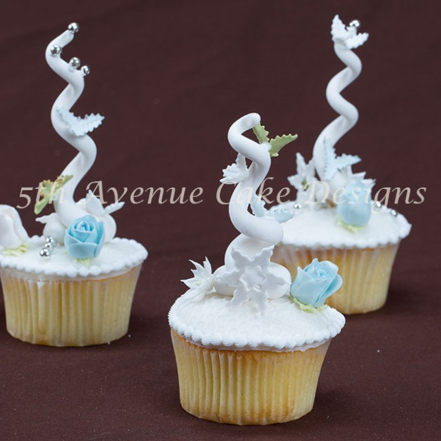 Whimsical cupcakes by Bobbie Noto