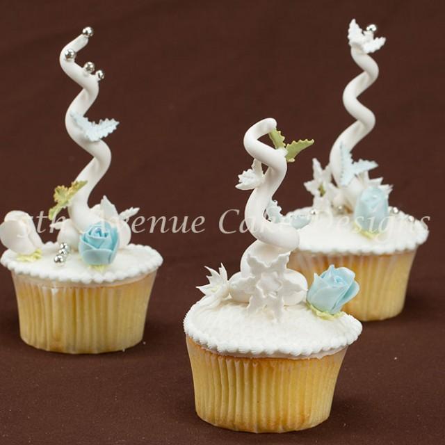 Fun Christmas cupcakes by Bobbie Noto