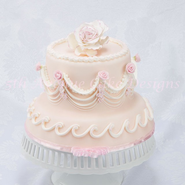 Fancy over piped string work cake