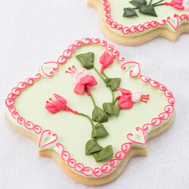 Royal icing piped tropical flower spray by Bobbie Noto