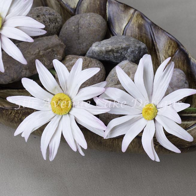 Flower paste daisy spray by Bobbie Noto